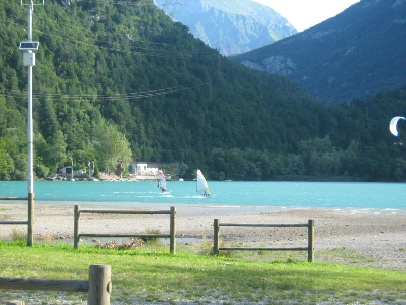 italien windsurfen und kitesurfen  lago  cavazzo