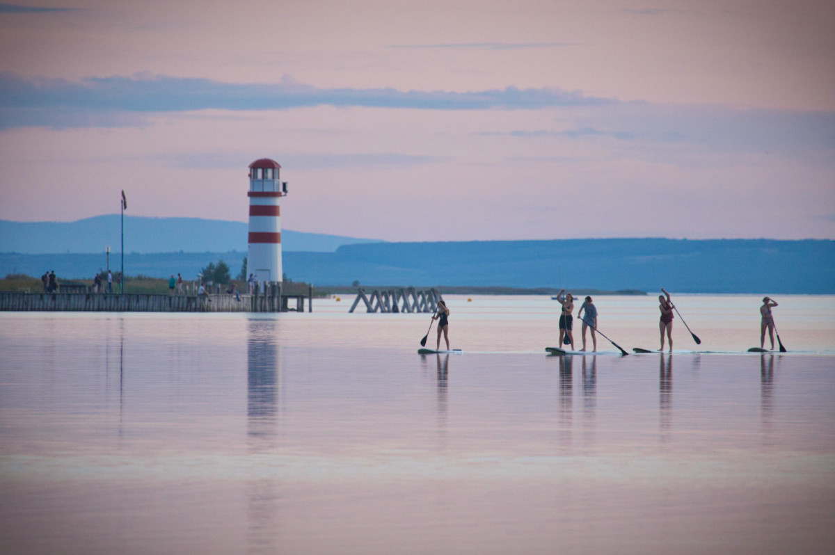 Stand Up Paddler in Podersdorf am Neusiedlersee_1200