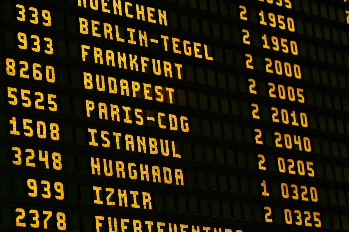 Flughafen Anzeigetafel Verspätung